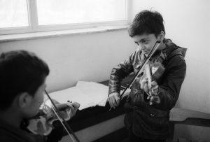 b& w film phtoo of Kids-playing-Violins