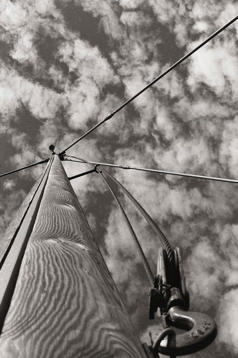 @Hier_komt_Alex Sailing ship inspired footbridge near Amersfoort train station #ilfordphoto #fridayfavourites #filtered M3 ZM50/2 HP5+ orange filter drugstore developed & scanned