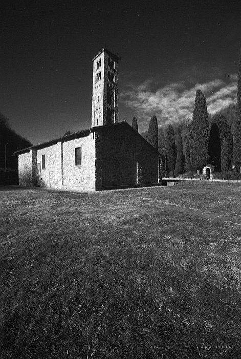 @CanonF1 another one... not too old...🤔 Albese leaning tower, Canon FD 17/4, FP4+, red filter #filtered #ilfordphoto #fridayfavourites