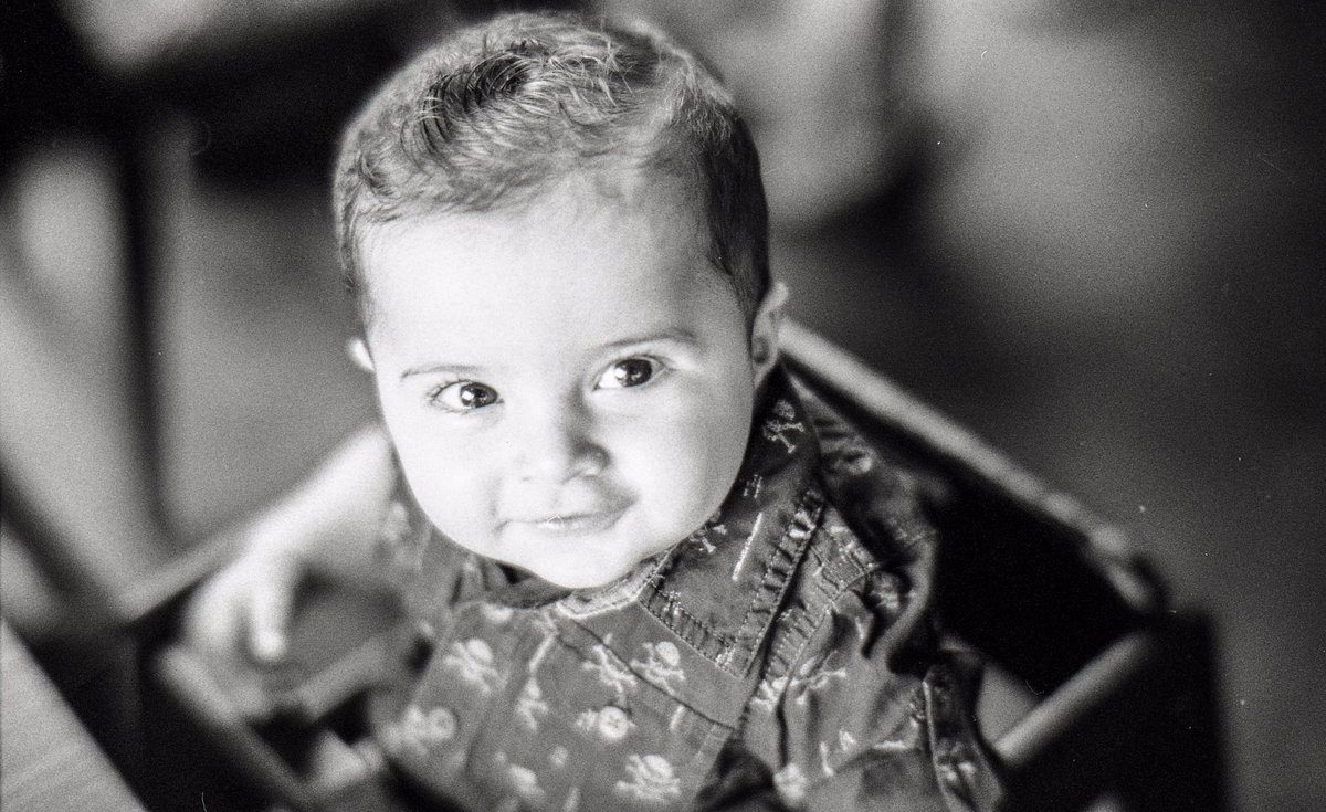 @AdibMufty May 6 Hootlet More Baby's day out! 📷: Leica M6 + 7Artisans 50mm f1.1 🎞: Ilford Hp5 400 ⚗️: Ilfotec DD-X 1+4 #ilfordhp5 #ilfordphoto #fridayfavourites #filmphotography #blackandwhitephotography #BelieveInFilm #portraitphotography