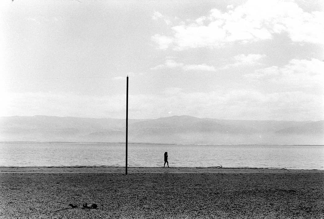 @simonking_v 2h2 hours ago Hootlet More #ILFORDFP4 Shot at ISO 12 at the #deadsea. #ilfordphoto @ilfordphoto #pulledfilm #fridayfavourites #leica #streetphotography