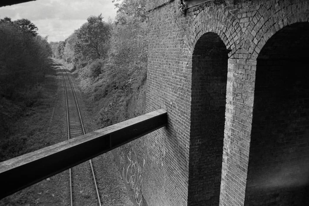 nilsscarbro Three Bridges, Hanwell, London Praktica BC1, Tamron Adaptall-2 28mm f/2.5 HP5+ ISO400, Rodinal 1+25 6min #ilfordphoto #ilfordfilm #ilfordhp5 #praktica #blackandwhitephotography #filmphotography #bnwphotography #believeinfilm #isambardkingdombrunel #greatwesternrailway ⠀⠀⠀⠀⠀⠀⠀⠀⠀ ⠀⠀⠀⠀⠀⠀⠀⠀⠀ #fridayfavourites #endless #blackandwhitefilm #bnw #blackandwhite #selfdevelopedfilm #bwfilm #redditanalog #analogphotography #nograinnoglory #filmisnotdead #shootitwithfilm