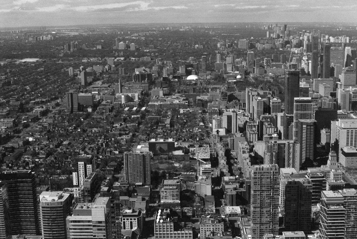 @HelenMessenger Jun 5 Hootlet More #fridayfavourites #endless @ILFORDPhoto HP5 400 Toronto from the @TourCNTower