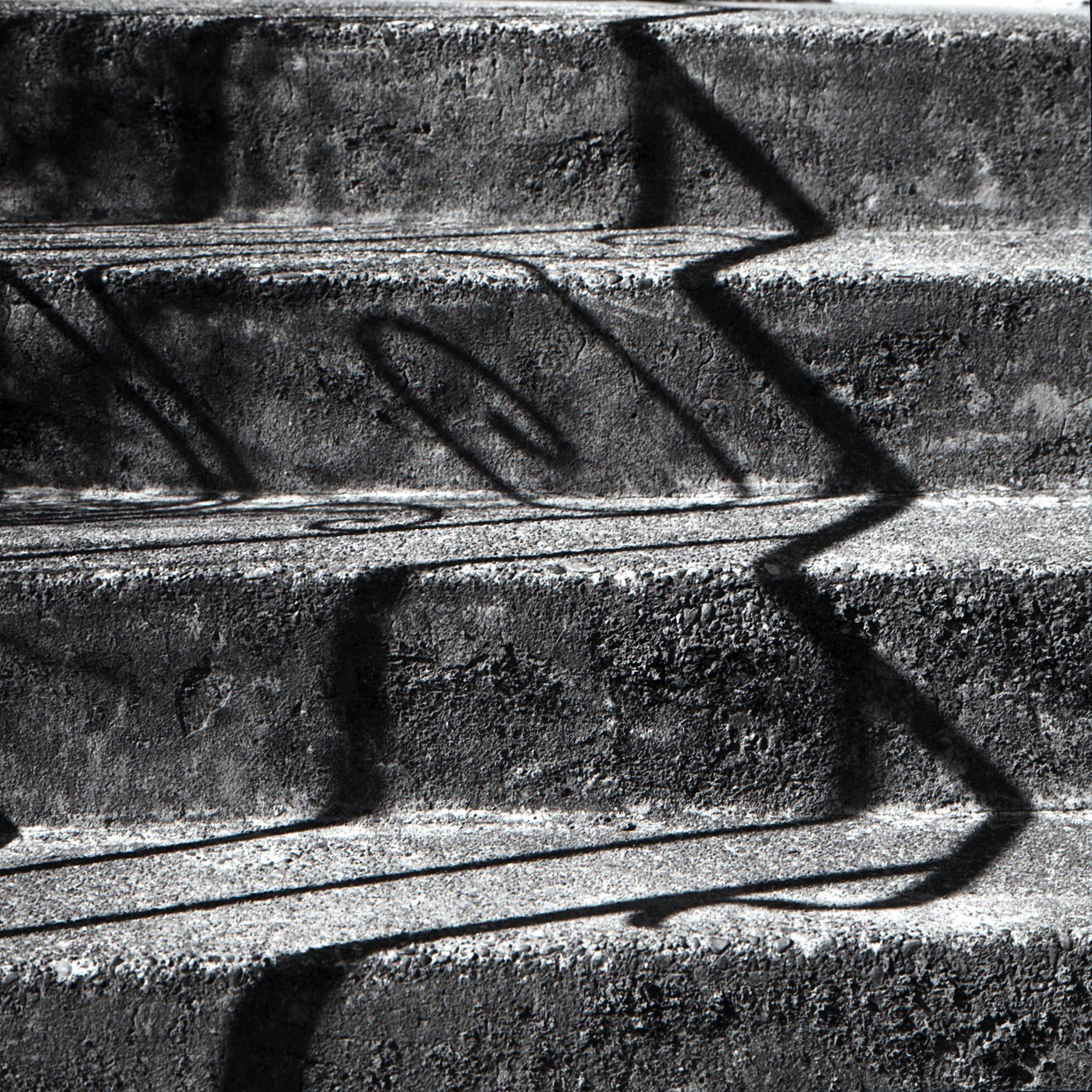 Zig zag with curlicue @ILFORDPhoto FP4+ | Bronica SQ-a #ilfordphoto #fridayfavourites #lines