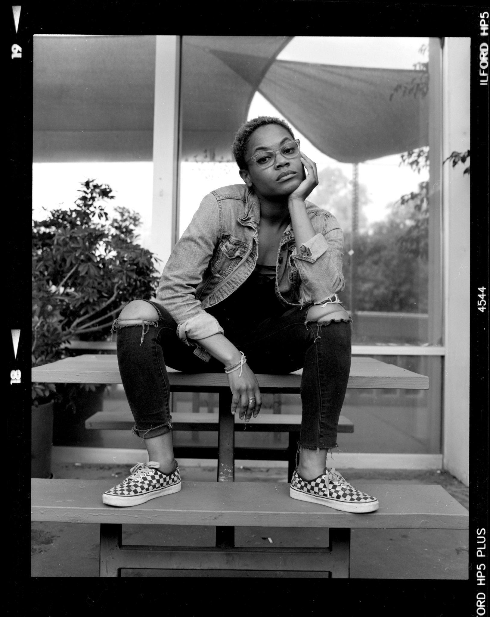 @2071photo Replying to  @ILFORDPhoto Portrait of Photographer  @kernieflakes   Pentax 6x7 + Hp5 400 #fridayfavourites #ilfordphoto