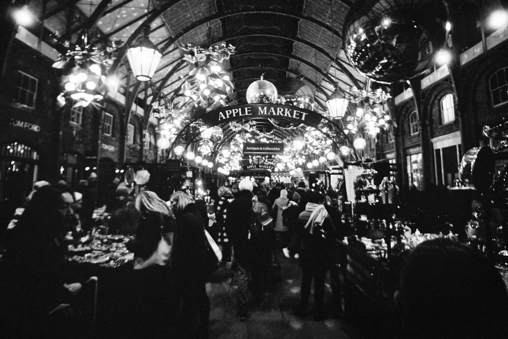 @nickpage · 3h Apple Market at Covent Garden. Lomography Lomo LC-Wide with Ilford XP2 Super 400 35mm. #CoventGarden #blackandwhitexmas #ilfordphoto #fridayfavourites