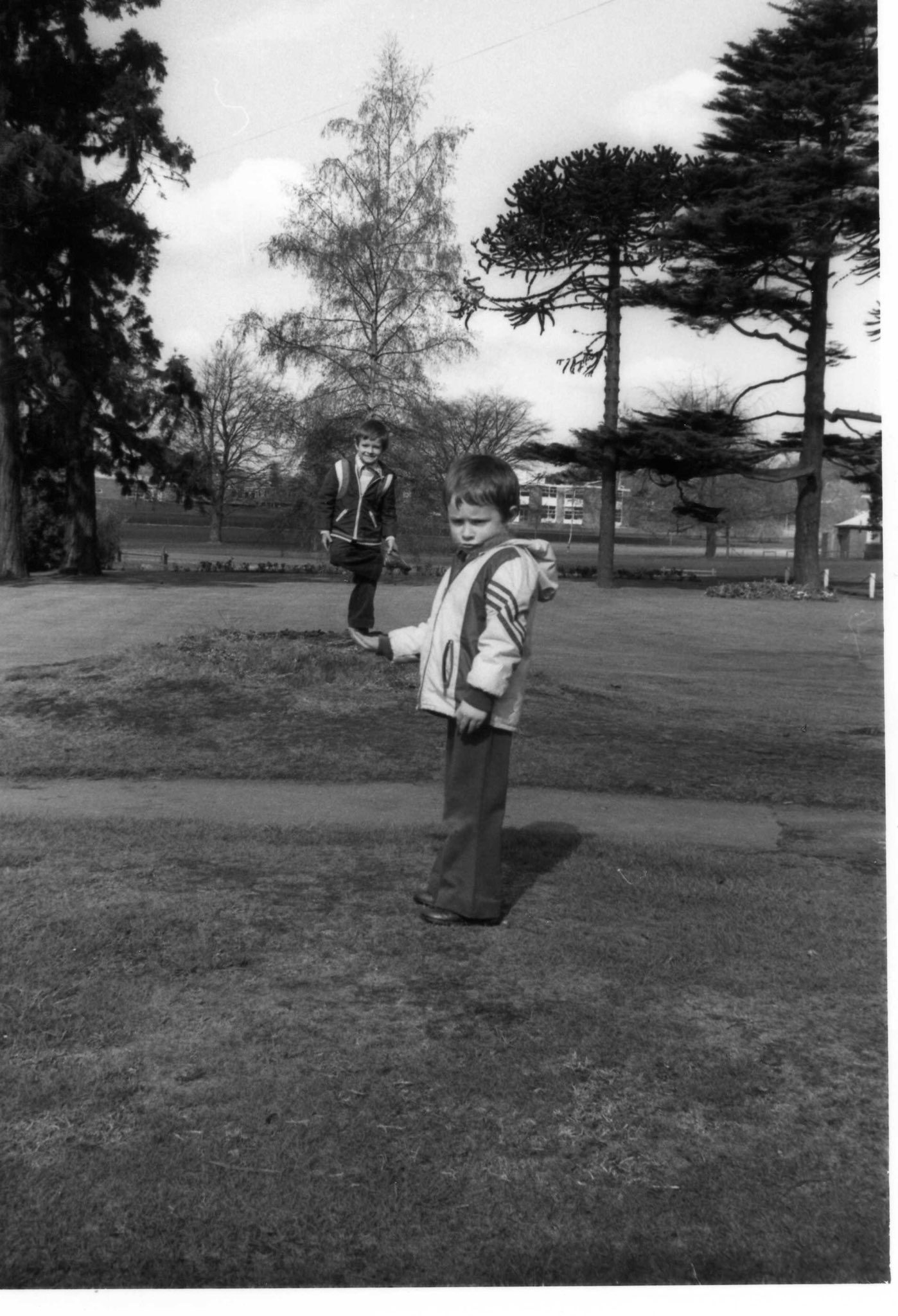 @daddlebrook Replying to @ILFORDPhoto Here's a pic of me from 1977 or 1978, a year or two after HP5 was launched I believe? And I'm reliably informed by my Dad that this is the only film he used back then. I'm the less than happy participant in the foreground.. #happiness (?) #fridayfavourites #ilfordphoto