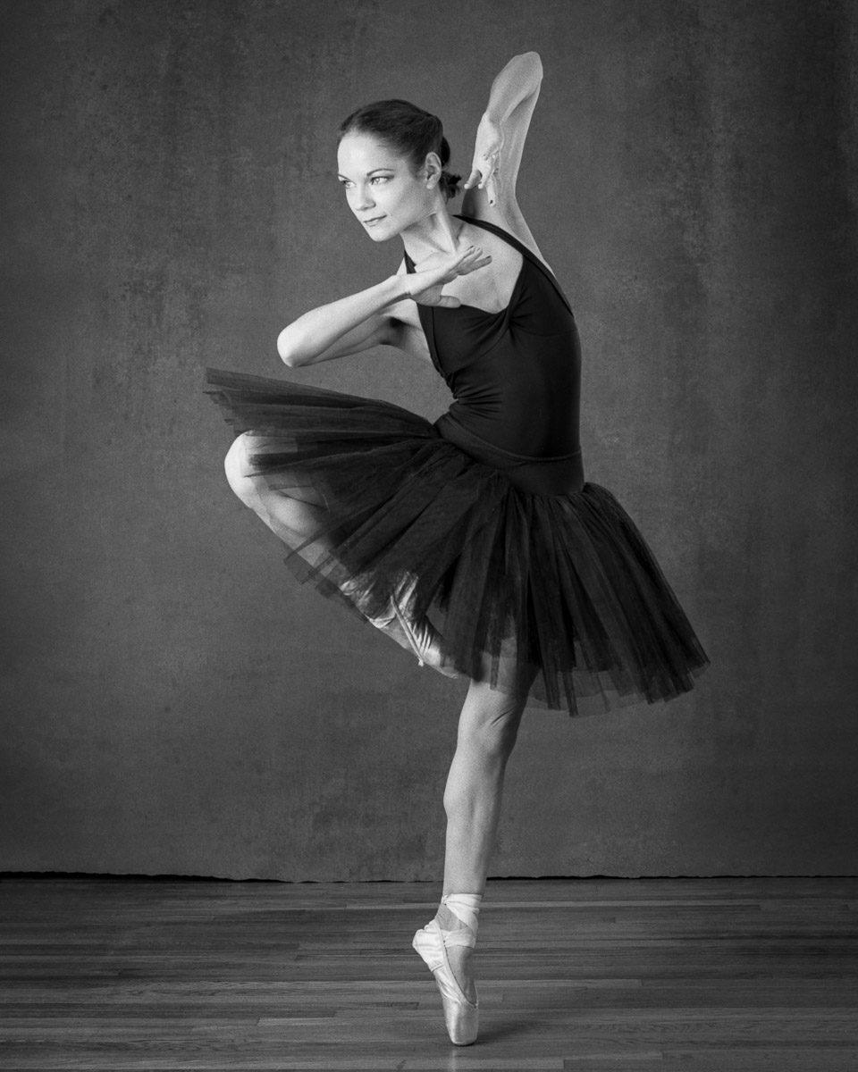 Image of ballerina Viktory by Simon Goodacre shot on ILFORD FP4 plus 4x5 black and white film