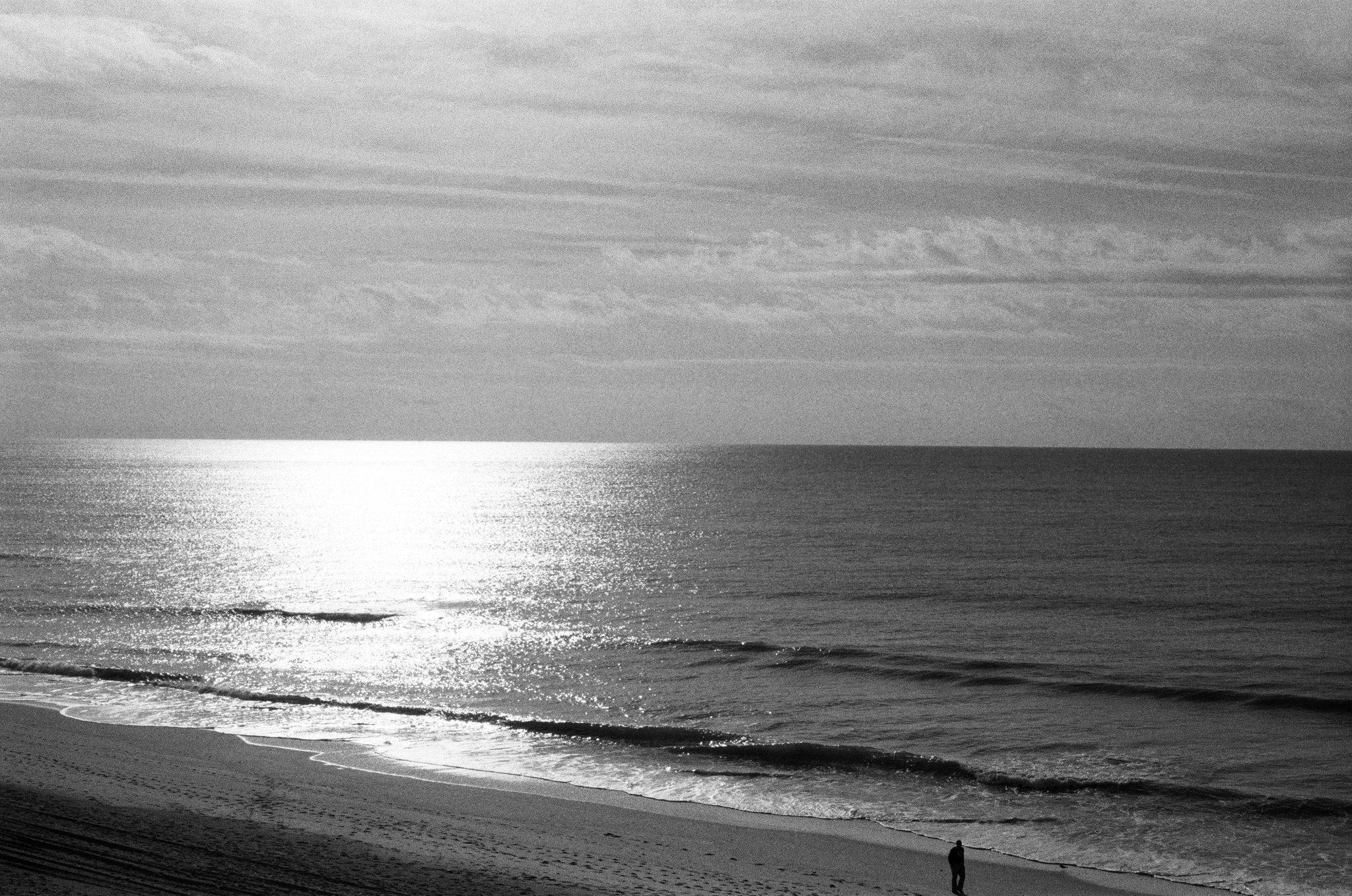 @Mykrezz Some dude on a beach, SRT-201/50mm/HP5+ at 800iso #fridayfavourites #sunshine #ilfordphoto