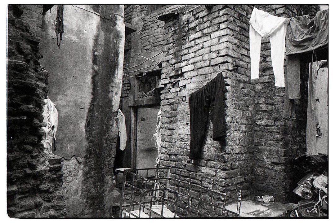 fionnreillyphotography #delhi #india #chandnichowk #blackandwhitephotography #escapewithfilm #ilfordhp5