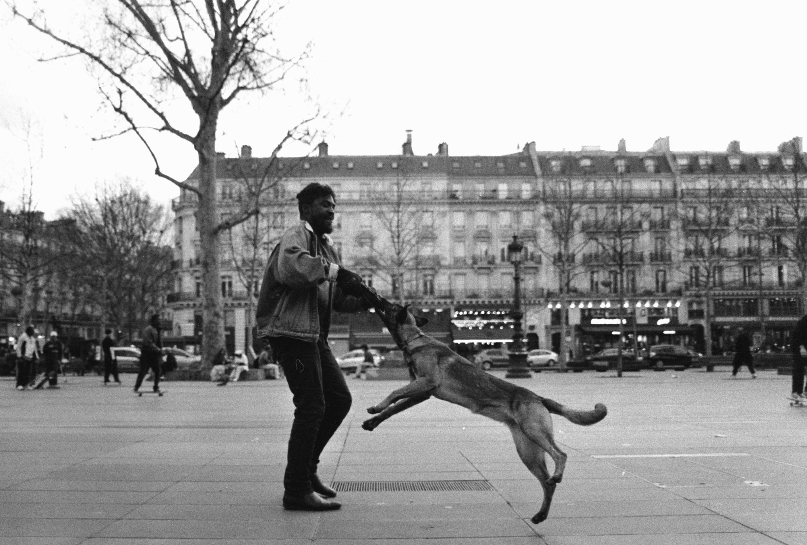 HP5+ 400 @800. Place de la République, Paris, 2020. Nikon FM2.