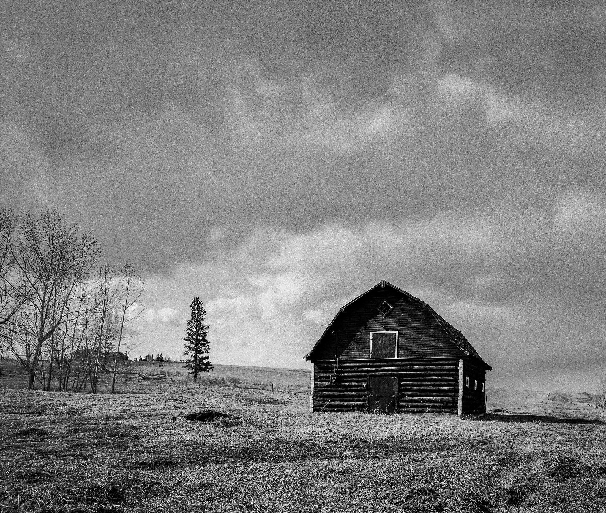 @JeremyCalow Untitled Barn I really love how the #ilfordortho rendered this bright red barn with no filters added. #fridayfavourites #specialistfilm #believeinfilm Pentax 67 / @ILFORDPhoto Ortho plus