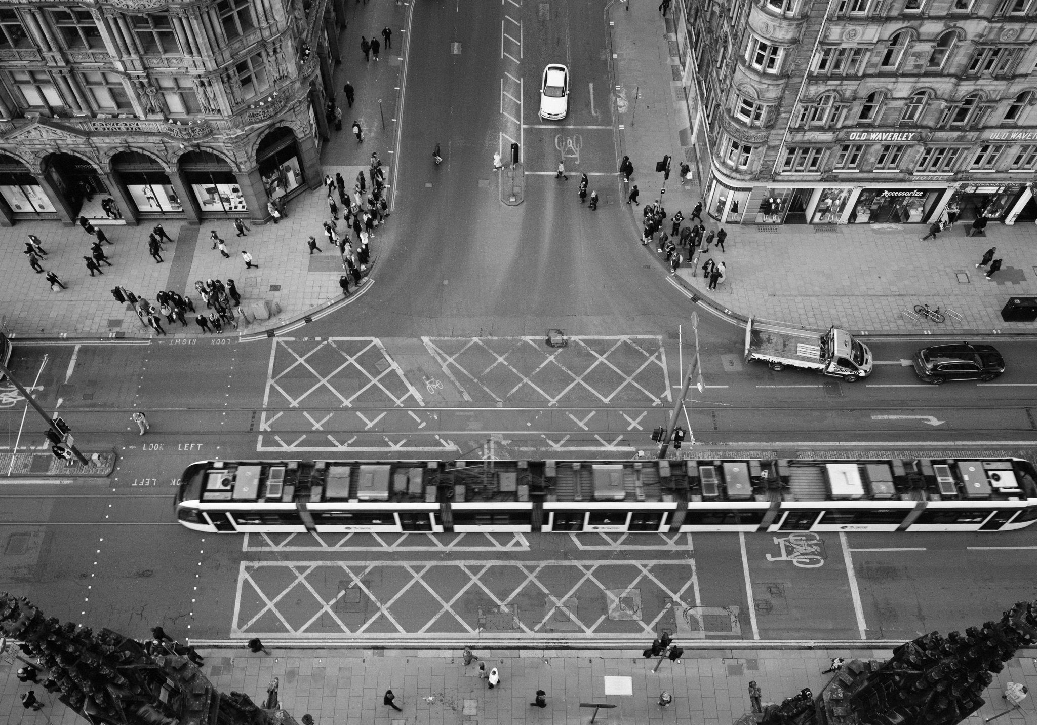 @BNRYNLDS · 19 Aug It loves the city. #ilfordphoto #fridayfavourites #shotonfp4