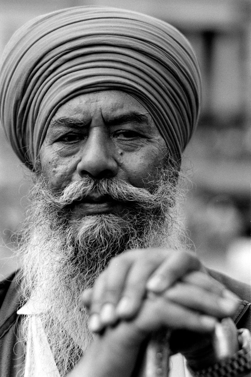 Black and white film image of Sikh man shot on ILFORD Delta 100 film by SImon King