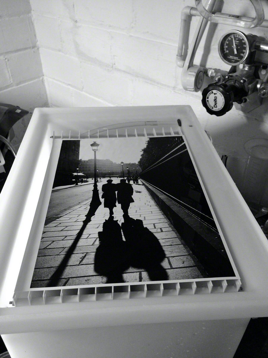@BlkWhiteFilmPix The tonal range of a traditional silver print made with @ILFORDPhoto Fiber-Based photographic darkroom paper is unmatched. Here, an 11 x 14 FB print of my beloved #Paris in the print washer. #fridayfavourites #fbprint #Ilfordphoto