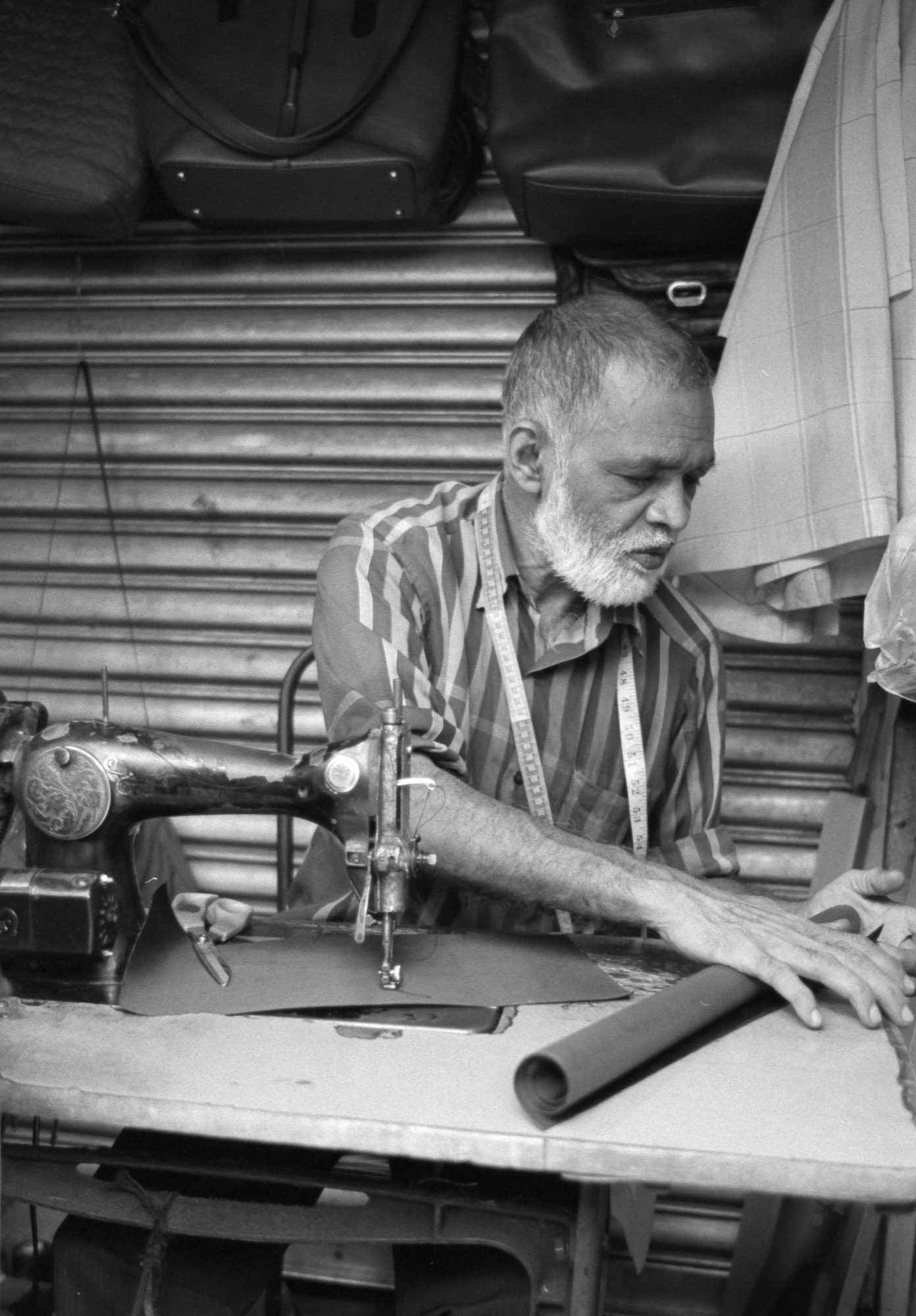 Handmade - Kandy, Sri Lanka - lIford HP5 EI400 Nikon FM3A