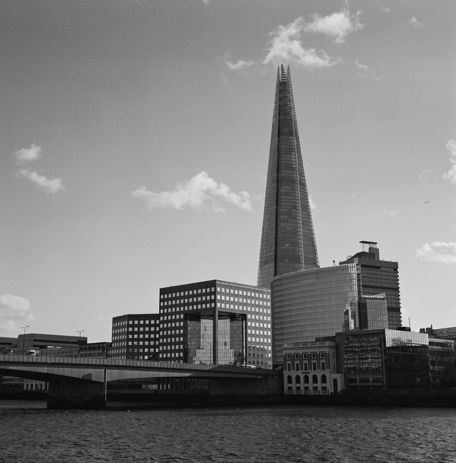 Black & white film photography by Sandeep Sumal LondonBridge_XP2_ZeissIkonNettar