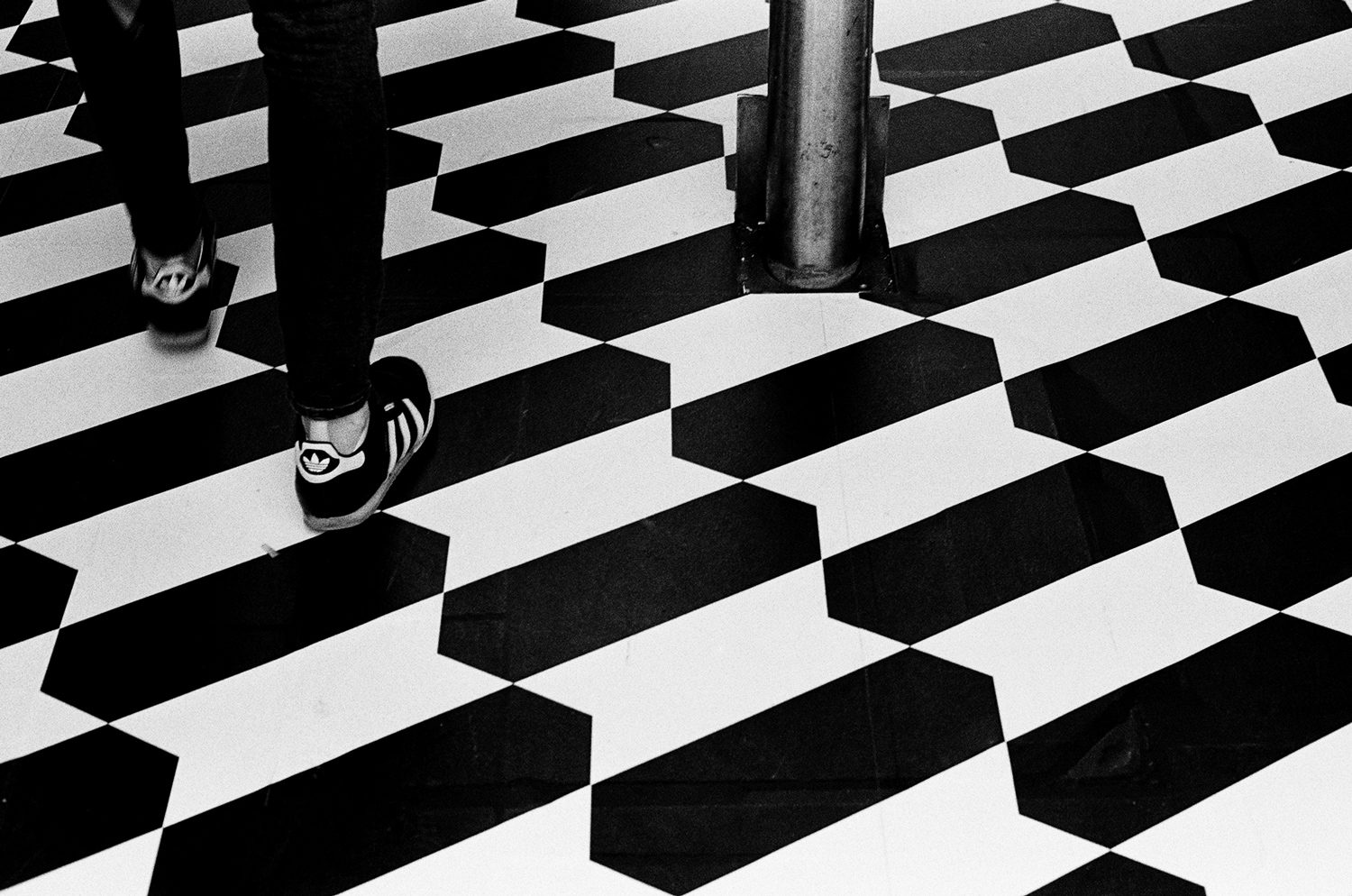 Black & white film photography by Sandeep Sumal Stripes_HP5_NikonF6