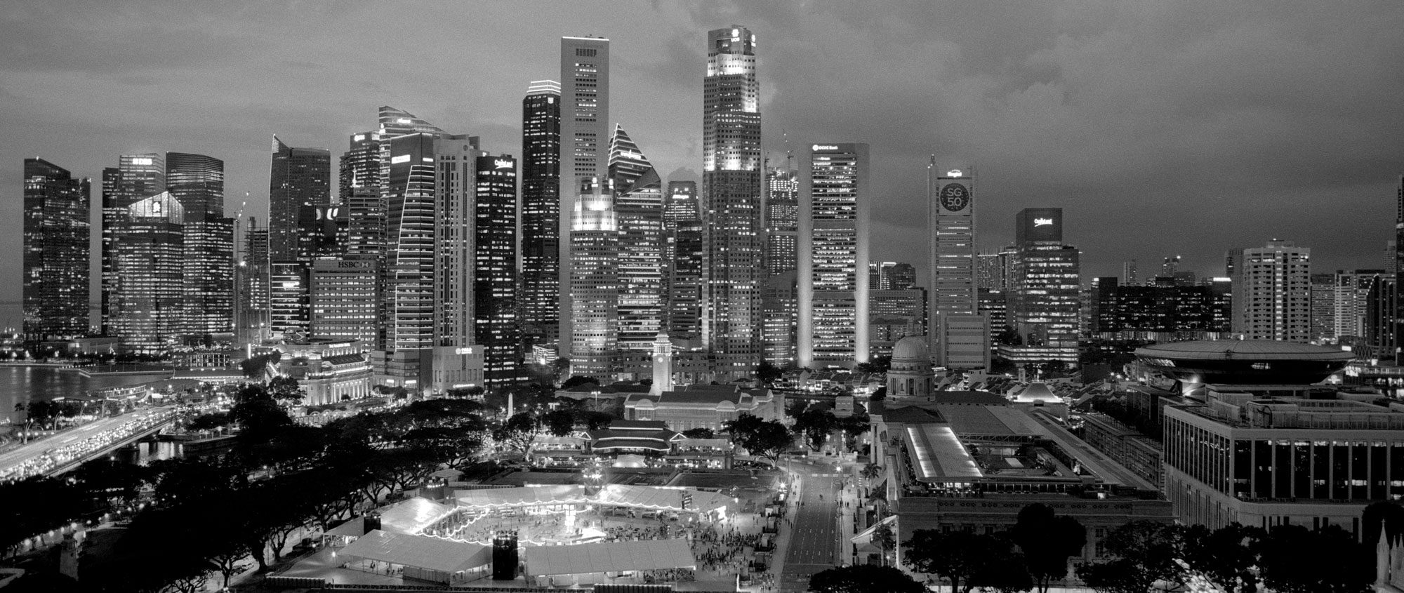 @n88djw · Sep 29 SINGAPORE: The Silver Hour In colour it's the blue hour, in monochrome surely it's the silver hour? Olympus OM-2n | Zuiko 2/28 | Ilford Delta 100 | Ilford DD-X @ILFORDPhoto #ilfordphoto #fridayfavourites #ddxdev
