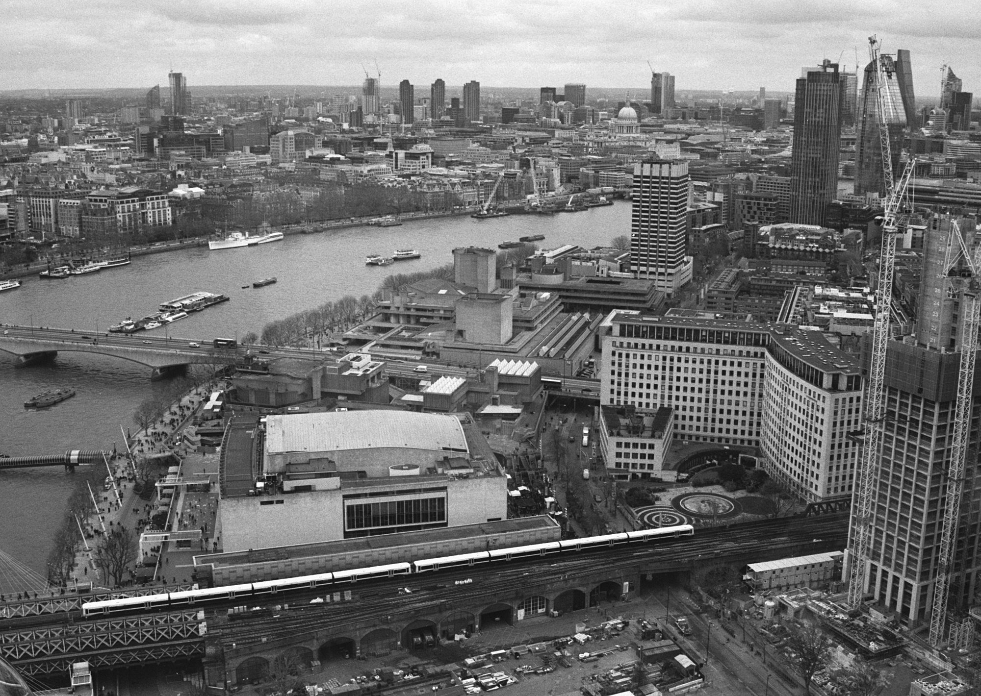 David Henderson @atlantean526 · Dec 2 Replying to @ILFORDPhoto Looking across the South Bank towards the city of London from the London Eye, with the National Theatre in the foreground. London, 18.2.18 Minolta 7000i/ 35-70mm f4 zoom lens @ILFORDPhoto Delta 400/ ID-11. #ilfordphoto #fridayfavourites #sightseeing
