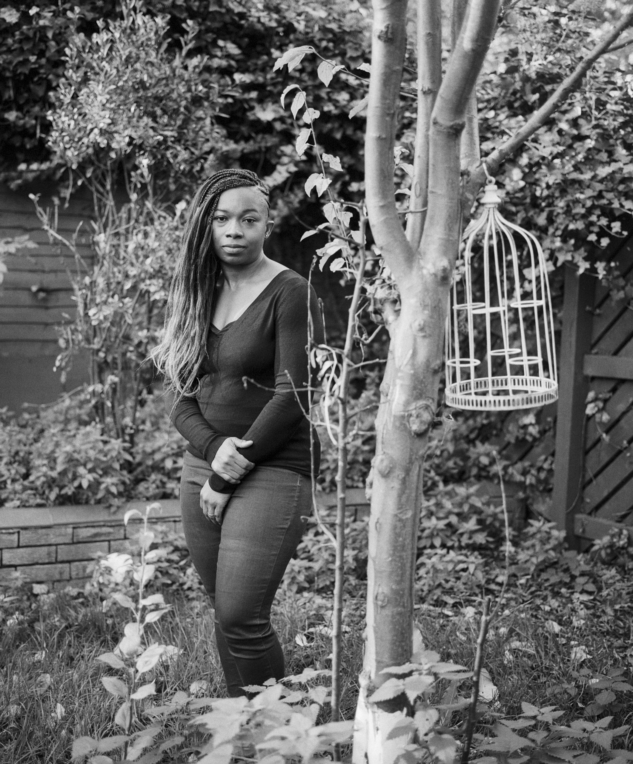 Abi-IOD-©ioanamarinca shot on ILFORD HP5 PLUS black and white film