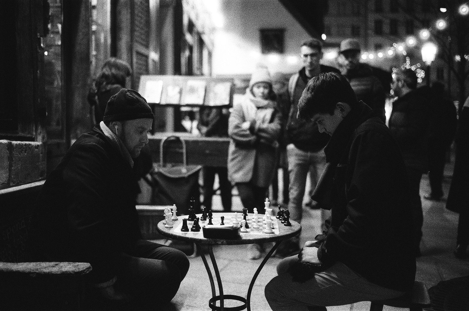 @BlkWhiteFilmPix Replying to @ILFORDPhoto Moved around to capture a bit of #filmbokeh at Shakespeare and Company in Paris on #ilfordphoto Delta 3200. Made the picture with a 35mm lens wide open at f1.4 #fridayfavourites