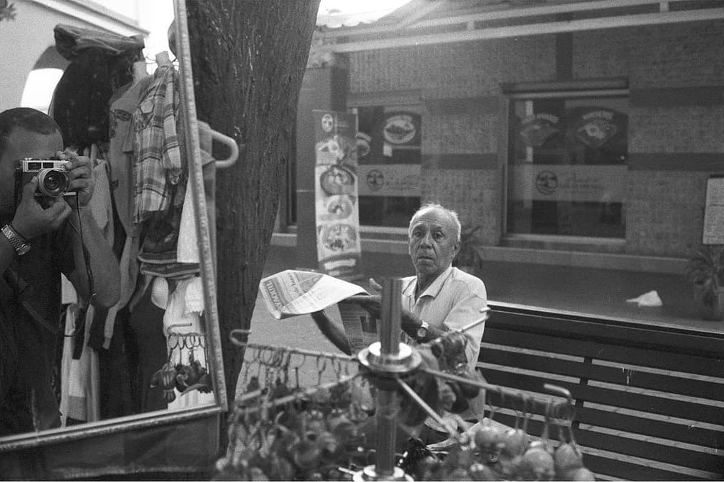 hannibal.bass . . 📷 Minolta Hi-Matic E 🎞️ Kentmere 400 🧴 Hc-110 . . . #ilfordphoto #kentmere400 #minoltahimatic #35mmfilm . . . #fridayfavourites #meonfilm . . . . #analogphotography #filmphotography #everydayguayaquil #analogportrait #homedeveloped #minoltahimatice #afilmcosmos #filmsnotdead #rangefinder #believeinfilm #selfieonfilm #argentique #analog