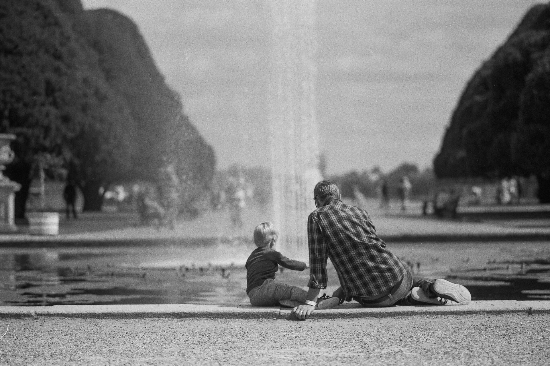@calor_gas_terry · 18h Replying to  @ILFORDPhoto Here's my #ilfordphoto #fridayfavourites photograph of a quiet father and son moment at Hampton Court Palace, captured on FP4+ #filmfathers