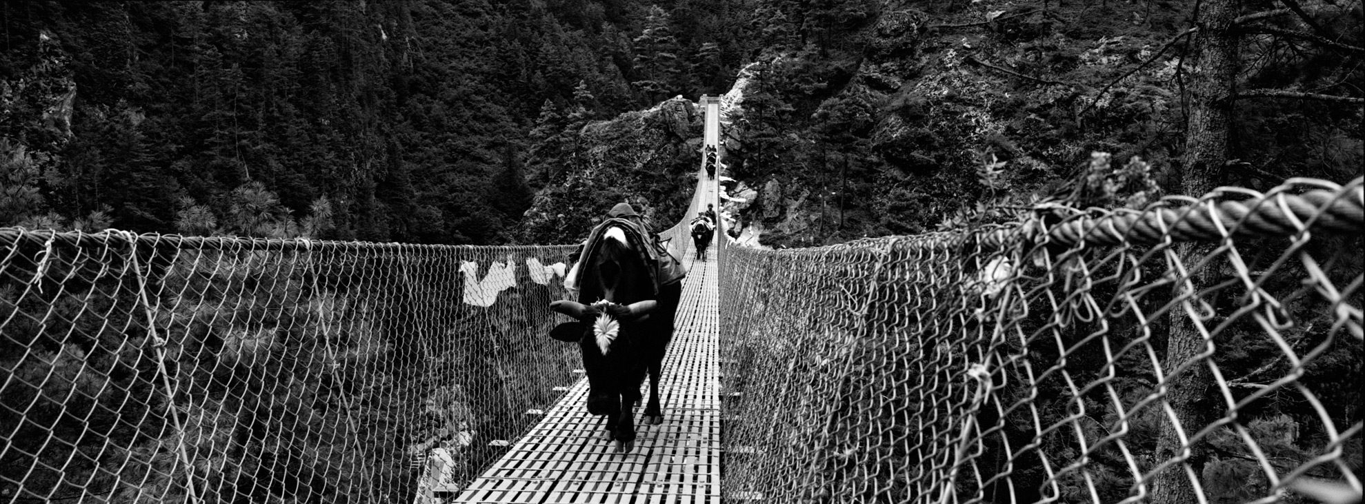 Hillary Bridge over the Dudh River on the way to Namche Bazar, f = 11, exp = 1 / 125s