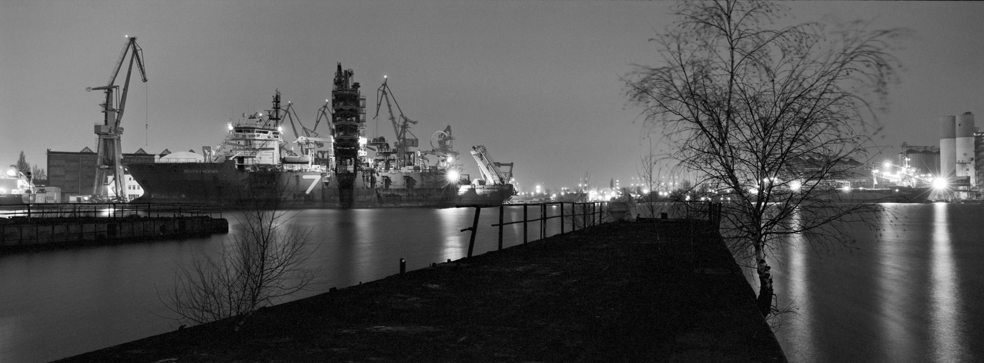 - Port of Gdansk in the evening, f = 16, exp = 220s,