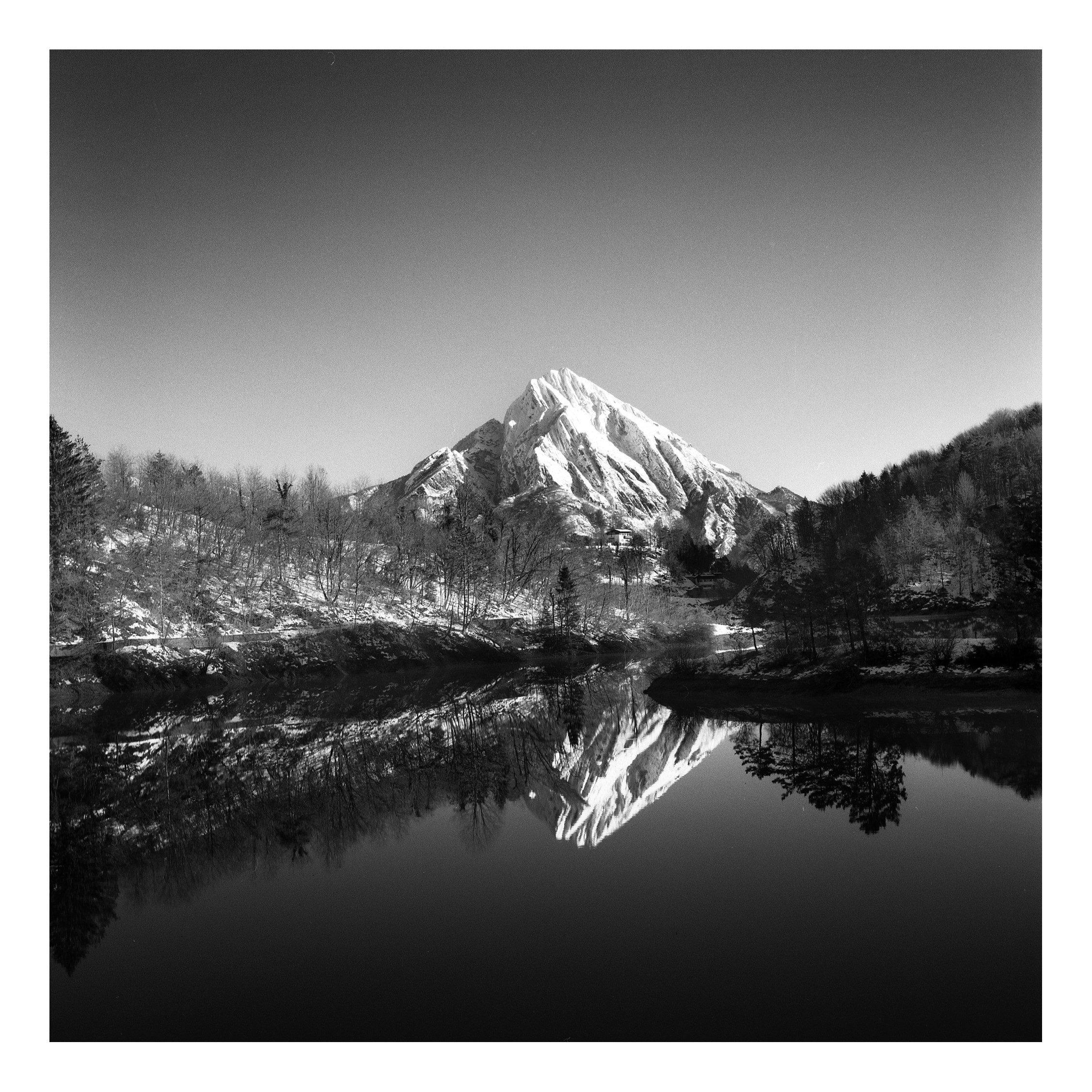 Amariana shot on DELTA 100 black and white film by Guido Maraconi