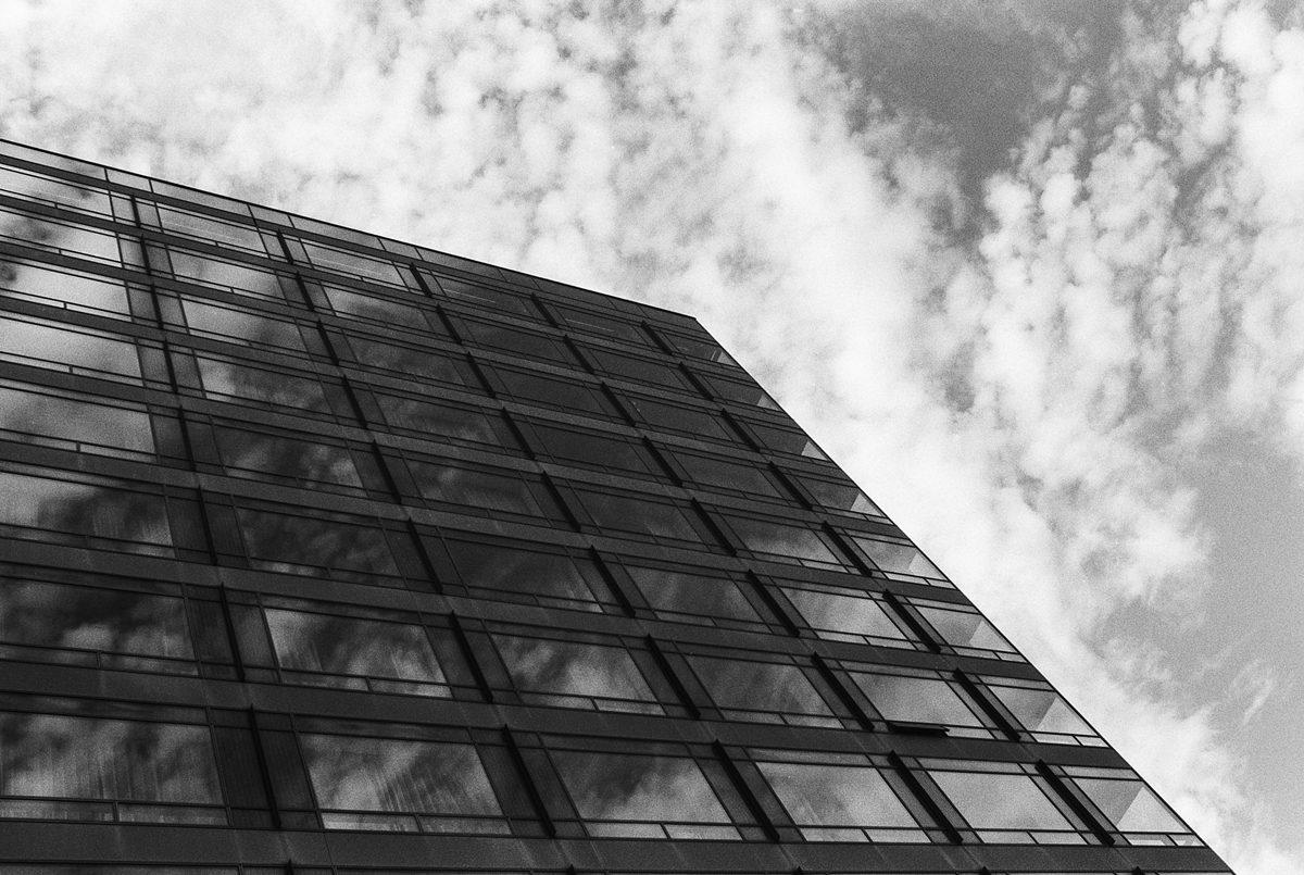 @simon_diamond Some more Kentmere 400 shots from Copenhagen, Denmark. Pentax Spotmatic, Helios 44-4, broken light meter and sunny 16. #believeinfilm #ilfordphoto #fridayfavourites #35mmkentmere @ILFORDPhoto